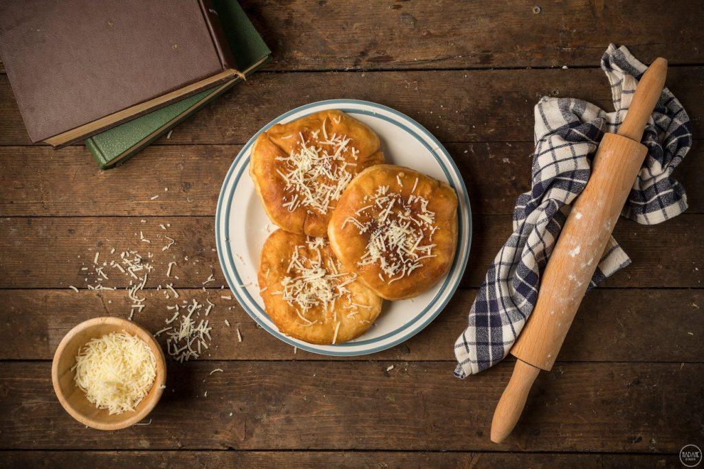 παραδοσιακή Συνταγή άκης πετρετζίκης τηγανόψωμα Μεσσηνίας